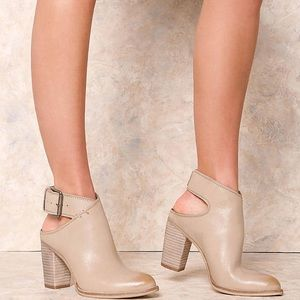 Dolce Vita Jacklyn Taupe Booties size 9.5